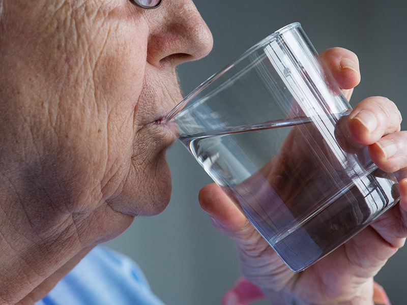 sok vizet lehet visszérbetegséggel inni)